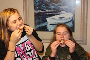 girls-enjoying-wings-britt-jessica